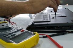 Reparatur eines Notizbuches Stockfoto