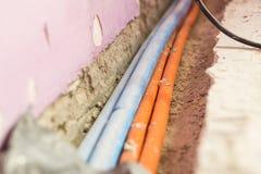 Reparatur, Erneuerung, Strom und Drahtinstallation, die Raum erneuert stockfotos