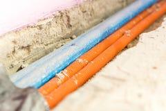 Reparatur, Erneuerung, Strom und Drahtinstallation, die Raum erneuert lizenzfreie stockfotos