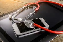 Reparatur und Servicekonzept Digital-Tablette und -Smartphone, die sind Lizenzfreies Stockfoto