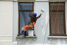 Reparatur und Wiederherstellung einer Fassade eines Gebäudes Lizenzfreies Stockbild