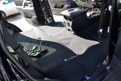 Reparatur von des dem Innenschwarzen Autos und das grau, entfernte die schützenden Platten von den Seitentüren, Sie kann die Inne lizenzfreie stockfotos