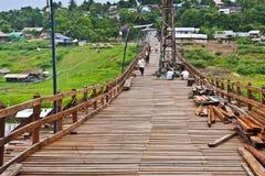 Repare el puente de madera más largo Fotos de archivo