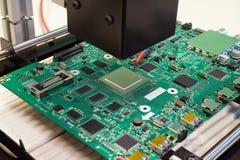 Repare a la placa de circuito electrónica en la estación infrarroja de la reanudación, reemplazo del microprocesador de BGA Imagen de archivo