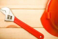 Repare las herramientas modernas en el top de madera del fondo foto de archivo libre de regalías