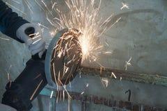Repare o trabalho dentro Moedor de ?ngulo Saws Metall imagem de stock