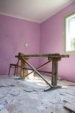 Repare a sala após a pintura Fotos de Stock Royalty Free