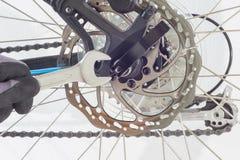 Repare uma bicicleta Fotografia de Stock