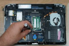Reparera den elektroniska apparaten Arkivfoto
