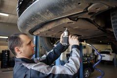 reparera för bilmekaniker fotografering för bildbyråer