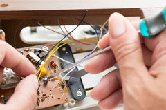 Reparera klockaradion Arkivbild
