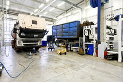 reparera lastbilen Arkivbild