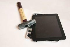 reparera tableten Arkivbild