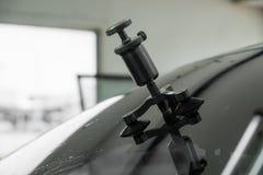 Reparera utrustning för att fixa av den skadade vindrutan arkivfoto