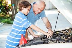 Reparieren des Autos Lizenzfreie Stockbilder