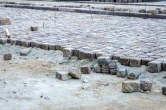 Reparieren Sie Arbeit über die Pflasterung in Lemberg-Aussicht der Freiheit Stockfotos