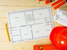 Reparieren Sie Arbeit Zeichnungen für das Errichten, Sturzhelm Stockbilder
