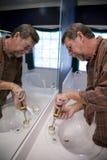 Reparieren Sie bathoom Lecks lizenzfreies stockfoto