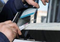 Reparieren Sie gebrochene Windschutzscheibe Lizenzfreie Stockfotos
