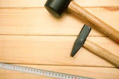 Reparieren Sie moderne Werkzeuge auf die hölzerne Hintergrundoberseite lizenzfreies stockfoto