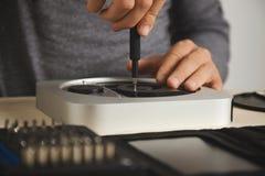 Reparing и компьютер чистки стоковое фото