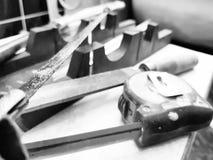 Reparo - construção com ferramentas, fita métrica, caixa de mitra, arquivo, serrote, régua imagem de stock