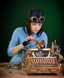 Reparo da máquina de escrever. fotografia de stock