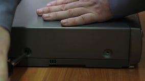 Reparo de aparelhos eletrodomésticos vídeos de arquivo