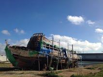 Reparo de madeira do barco imagens de stock