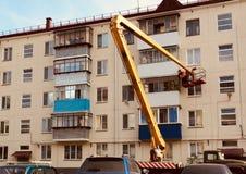 reparo do balcão no prédio de apartamentos foto de stock
