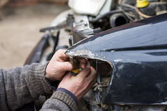 Reparo do carro após o impacto Imagens de Stock Royalty Free
