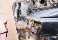 Reparo do carro após o impacto Imagens de Stock