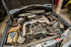Reparo do carro de Mercedes Benz em Nakhon Pathom, Tailândia 5 de março 201 fotografia de stock