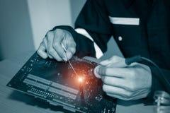 Reparo dos dispositivos eletrónicos Imagens de Stock Royalty Free