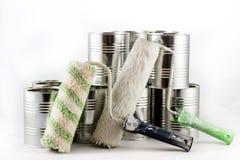 Reparo, escovas da pintura e de pintura e latas da pintura em um iso branco Fotos de Stock Royalty Free