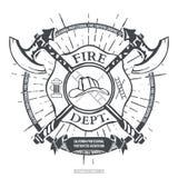 Reparto del fuoco etichetta Casco con i grafici attraversati della maglietta delle asce Vettore Fotografie Stock Libere da Diritti