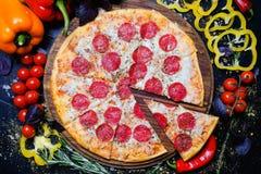 Repas d'Italien de pizza de pepperoni d'art de photographie de nourriture photo libre de droits