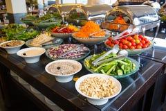 Repas de buffet de station de vacances d'hôtel photographie stock libre de droits