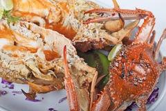 Repas de fruits de mer de crabe et de langoustine Images stock