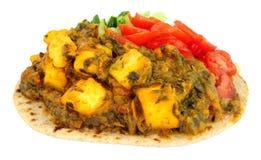 Repas de Saag Paneer d'Indien sur un Flatbread de chapati images libres de droits