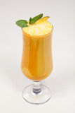 Repas dinant fin, cocktail délicieux de mangue Image stock
