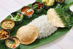Repas indiens du sud servis sur la feuille de banane image stock