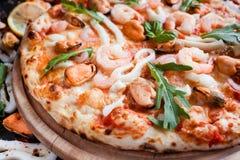 Repas italien délicieux de pizza de fruits de mer photographie stock