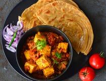 Repas-Kadai indien Paneer et paratha de lachcha photographie stock