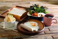 Repas réglé de petit déjeuner merveilleux de matin Photos stock