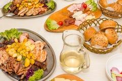 Repas roumain traditionnel image libre de droits