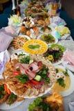 Repas sur la table servie photographie stock