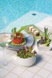 Repas végétarien sain avec du vin blanc Images libres de droits