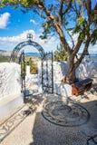 Repassez la cloche de porte et en bronze dans le monastère de Tsambika, RHODES, GRÈCE photo libre de droits
