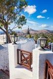 Repassez la cloche de porte et en bronze dans le monastère de Tsambika, RHODES, GRÈCE images libres de droits